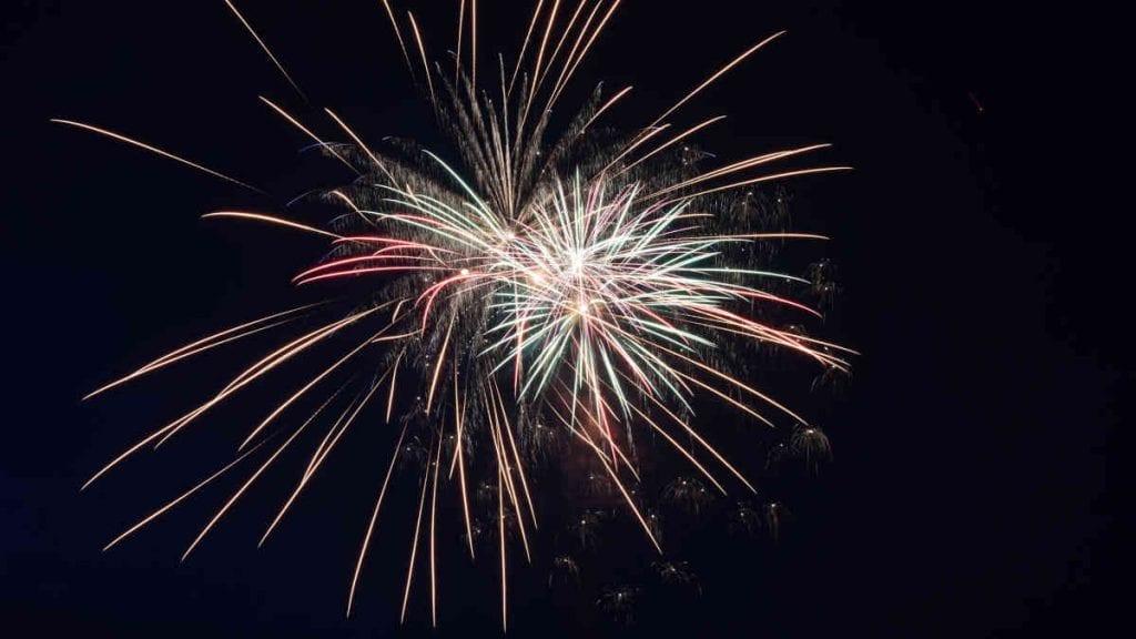 Fireworks St Bernard, Salutes America