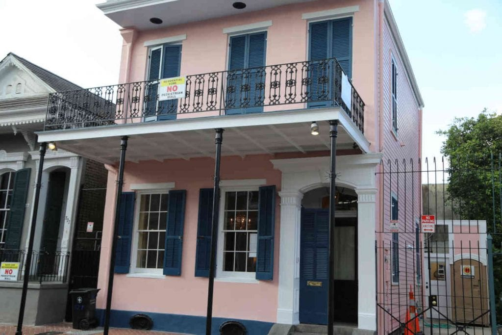 French Quarter Home with No Mall signs