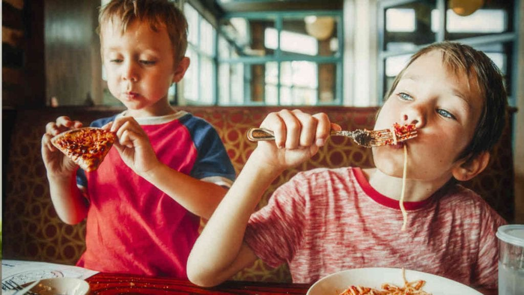 Tips for eating out with kids - Kids Eating Pizza At A Restaurant