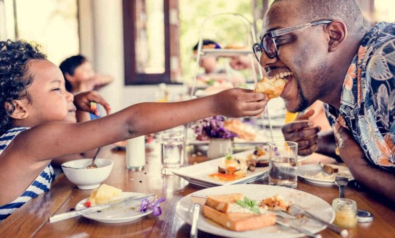 Tips for eating out with kids- breakfast with daughter and dad