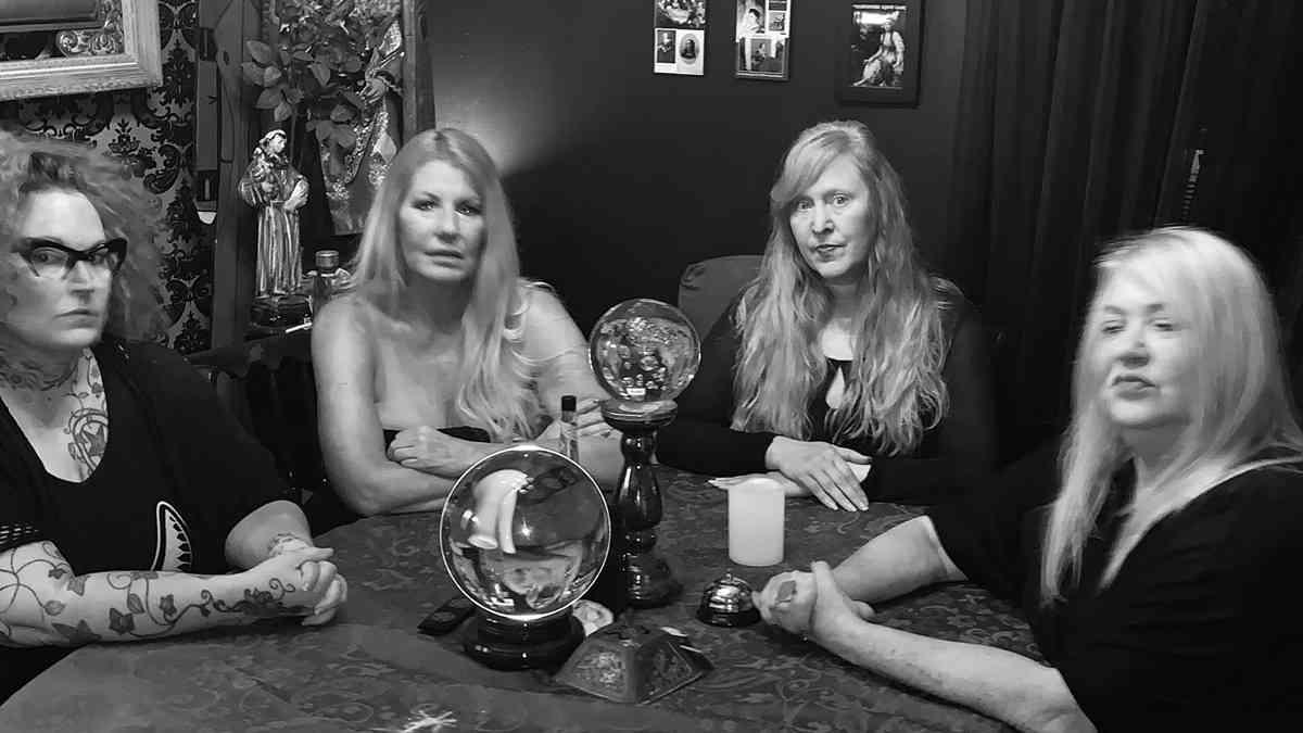 Victorian Séance 4 women Around A Table